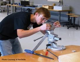 Manufacturing Combats Workforce Uncertainties