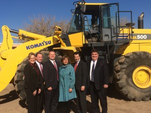 Gov. Martinez, center, and Economic Development Secretary, Jon Barela, to the right of Martinez at the groundbreaking for New Mexico Transloading, a new logistics hub in the Albuquerque metro area. Photo: New Mexico Economic Development Department